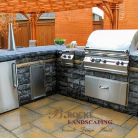 Outdoor Kitchen 1 | B. Rocke Landscaping | Winnipeg, Manitoba